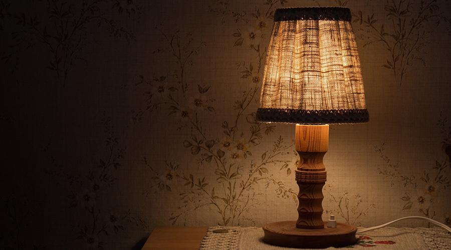 Glühbirne, Glühlampe, Haushaltsstrom, Nutzung der Glühlampe, elektrisches Licht, Erfindung der Glühbirne