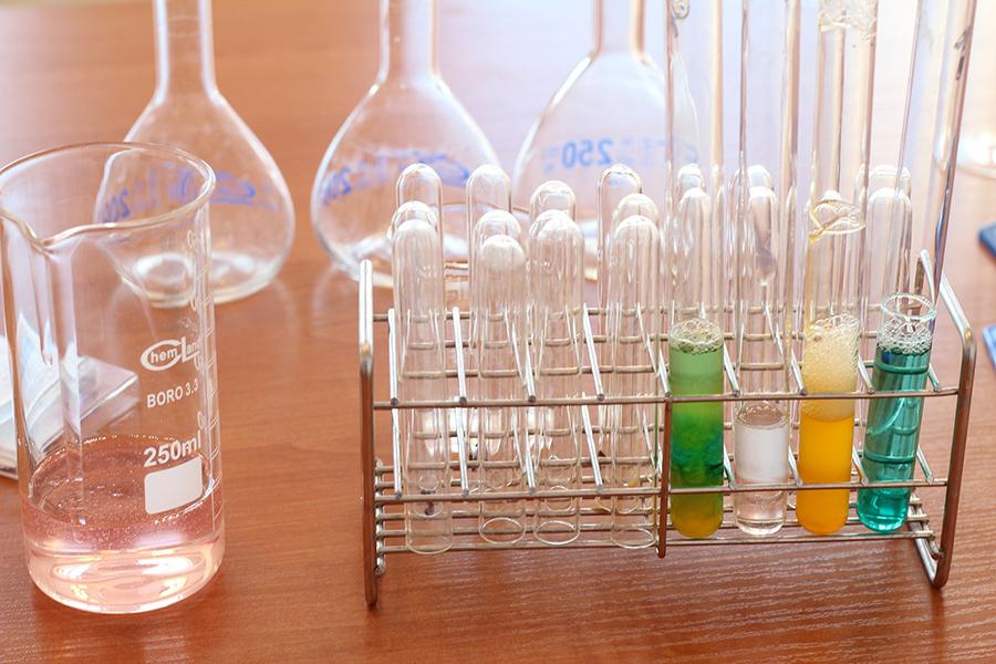 Glas,, Glaskolben, LED Lampe Glas, Leuchtmittelglas, Galsherstellung, Werkstoff Glas, langlebiges Glas, hitzebeständiges Borosilikatglas, robustes Glas